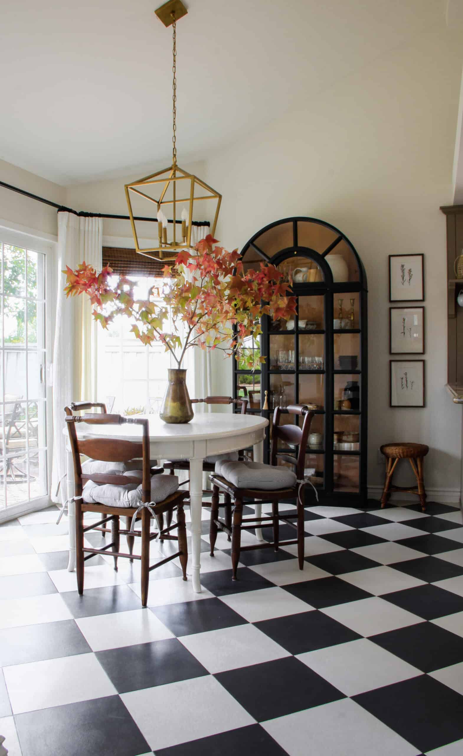 breakfast nook with black and white harlequin floors
