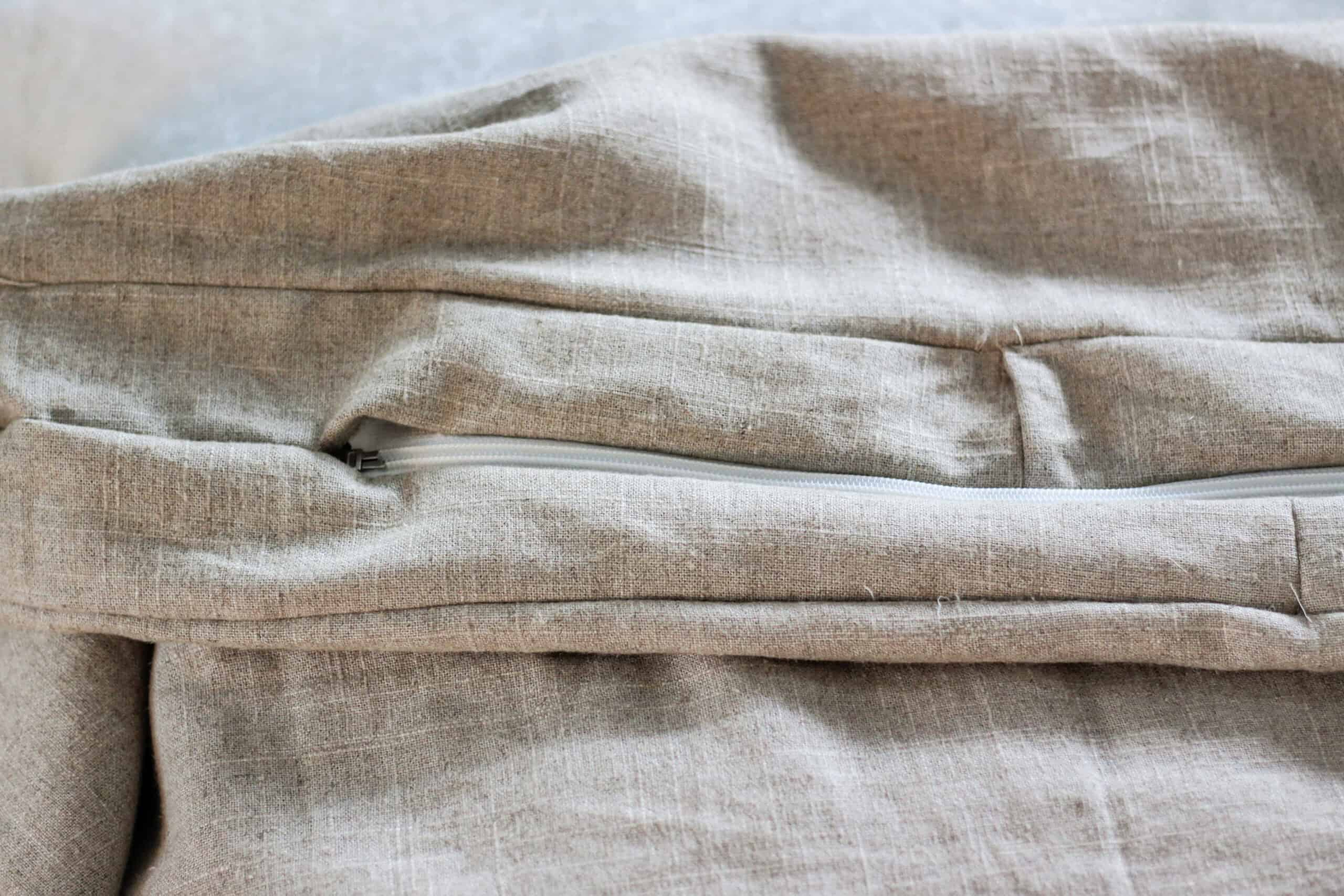 closed zipper on overstuffed bench cushion cover
